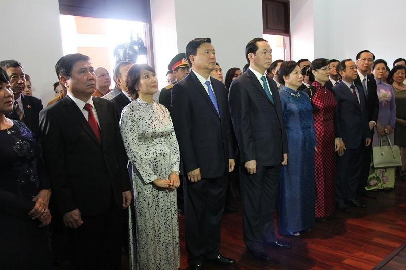 Chủ tịch nước cùng kiều bào dâng hương Bác Hồ - ảnh 1