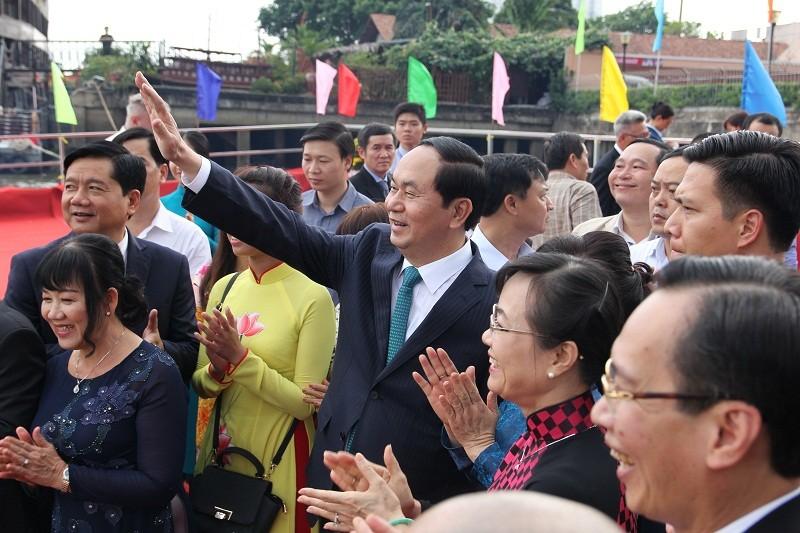 Chủ tịch nước cùng kiều bào dâng hương Bác Hồ - ảnh 5