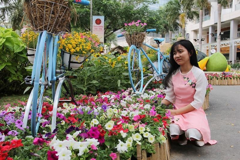 Lạ mắt vườn hoa đồng nội ở 'khu nhà giàu' - ảnh 19