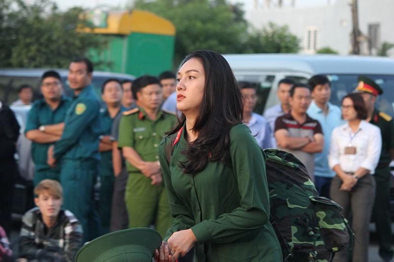 Ngắm nét đẹp của nữ xạ thủ 9x trong lễ giao quân 2017 - ảnh 1