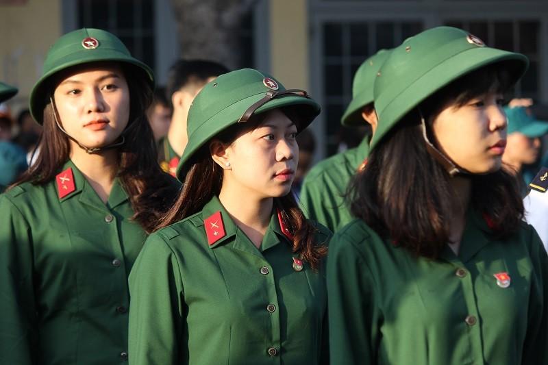 Ngắm nét đẹp của nữ xạ thủ 9x trong lễ giao quân 2017 - ảnh 2