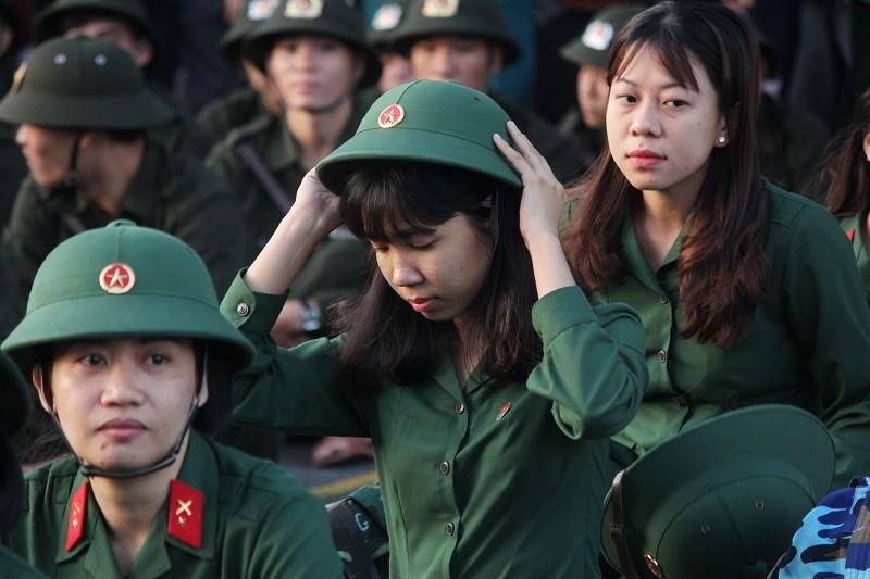 Ngắm nét đẹp của nữ xạ thủ 9x trong lễ giao quân 2017 - ảnh 9