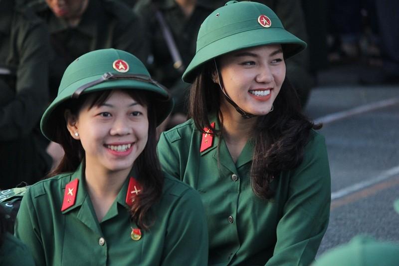 Ngắm nét đẹp của nữ xạ thủ 9x trong lễ giao quân 2017 - ảnh 4