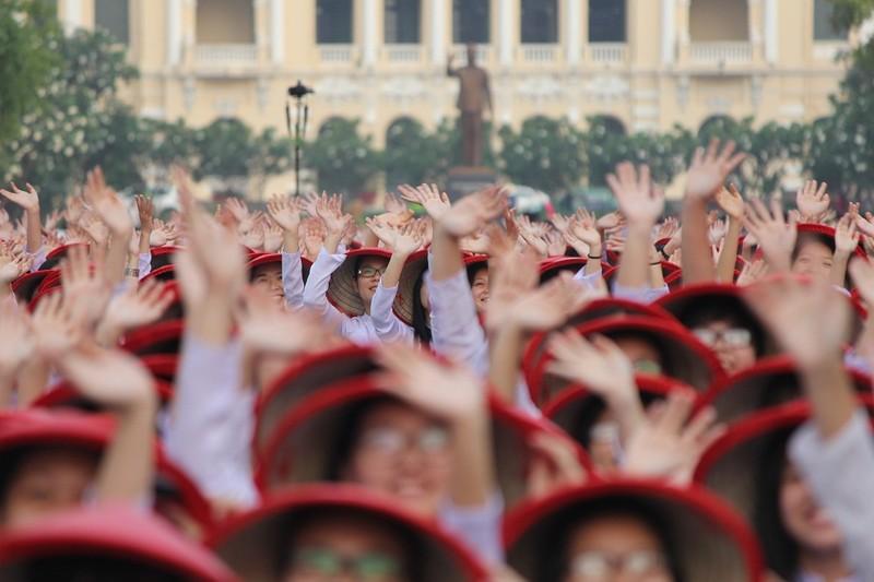 Hơn 3.000 người đồng diễn  áo dài 'Tôi yêu Việt Nam' - ảnh 14