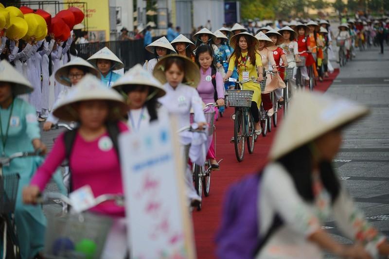 Hơn 3.000 người đồng diễn  áo dài 'Tôi yêu Việt Nam' - ảnh 19