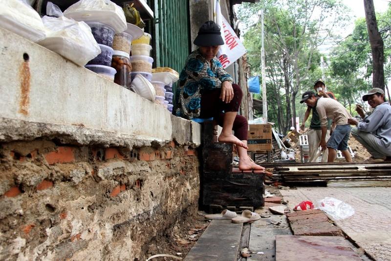 Dân quận 1 khốn khổ leo vào nhà khi bậc tam cấp bị phá - ảnh 7