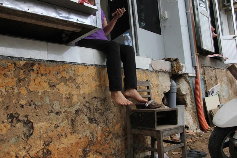 Dân quận 1 khốn khổ leo vào nhà khi bậc tam cấp bị phá - ảnh 8