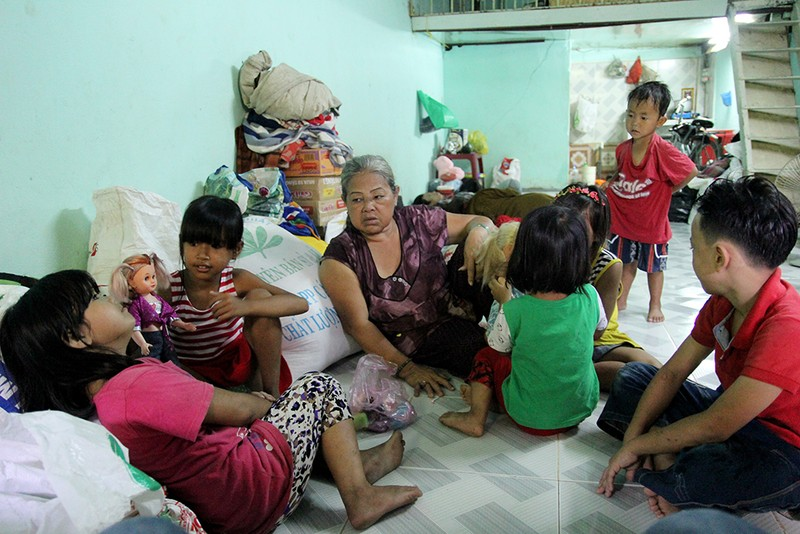 Chùm ảnh: Gia đình 17 người chuyển đến nhà mới - ảnh 20