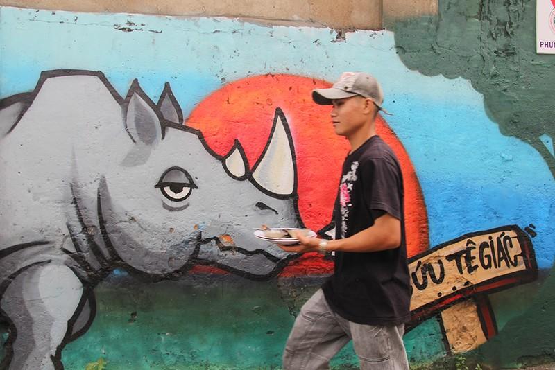 Ngắm những bức tường bẩn ở quận 1 được thay áo mới - ảnh 7