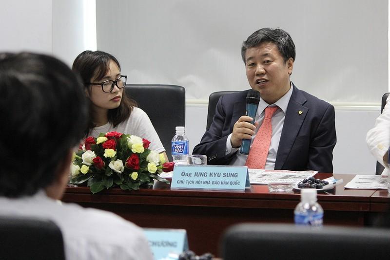 Đoàn Hội nhà báo Hàn Quốc thăm báo Pháp Luật TP.HCM - ảnh 11