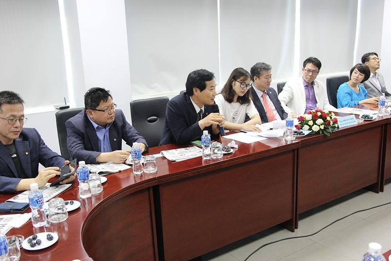 Đoàn Hội nhà báo Hàn Quốc thăm báo Pháp Luật TP.HCM - ảnh 5