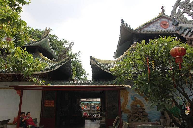 Cận cảnh ngôi miếu hơn 300 năm giữa sông ở Sài Gòn - ảnh 10