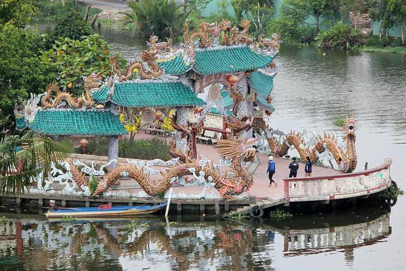 Cận cảnh ngôi miếu hơn 300 năm giữa sông ở Sài Gòn - ảnh 2