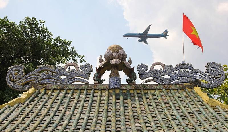 Cận cảnh ngôi miếu hơn 300 năm giữa sông ở Sài Gòn - ảnh 9