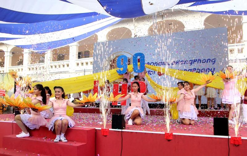 Nữ sinh Lê Hồng Phong rạng rỡ trong ngày khai giảng - ảnh 10