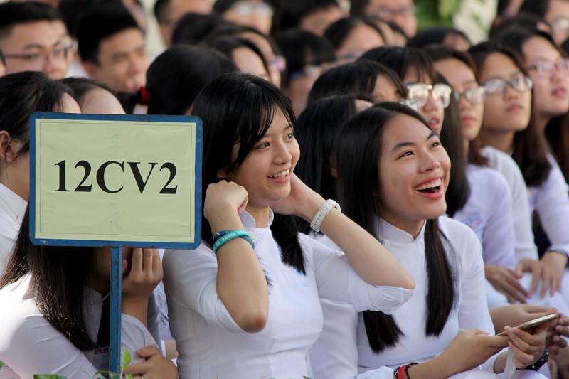 Nữ sinh Lê Hồng Phong rạng rỡ trong ngày khai giảng - ảnh 3