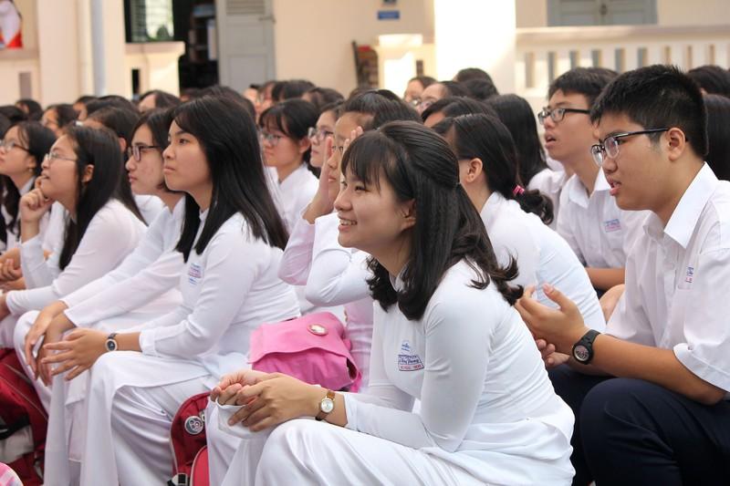Nữ sinh Lê Hồng Phong rạng rỡ trong ngày khai giảng - ảnh 4