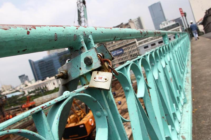 Cây cầu kiến trúc cổ nhất TP.HCM xuống cấp nghiêm trọng - ảnh 14