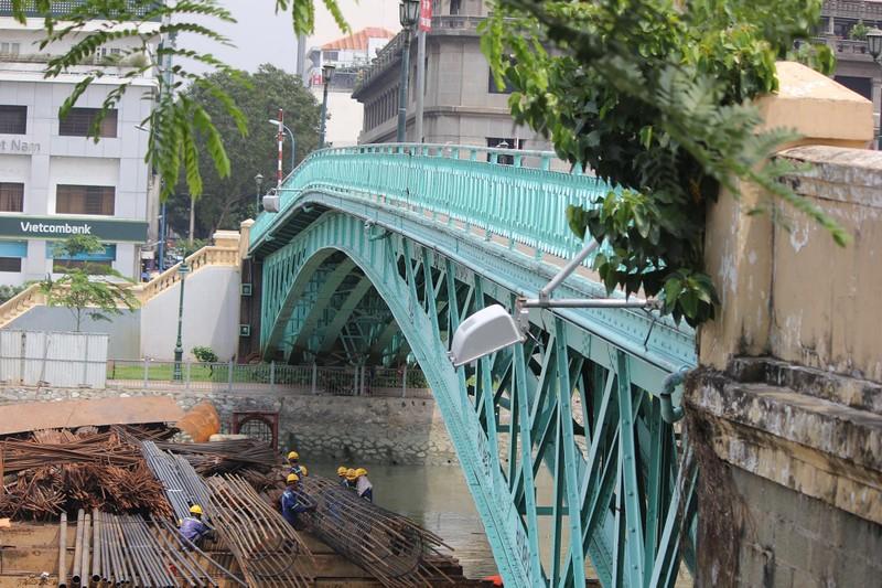 Cây cầu kiến trúc cổ nhất TP.HCM xuống cấp nghiêm trọng - ảnh 16