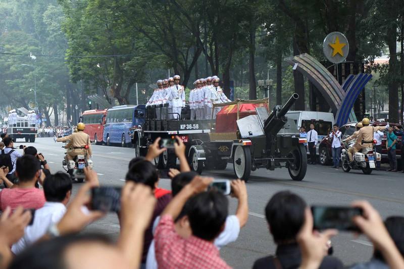 Hình ảnh xúc động trong lễ tang cố TT Phan Văn Khải - ảnh 12