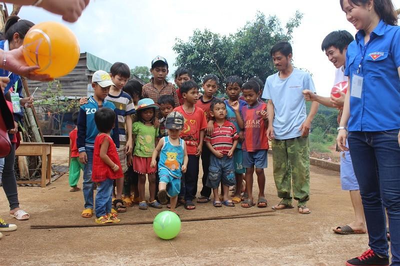 Người Sài Gòn mang Tết trung thu đến trẻ em vùng sâu