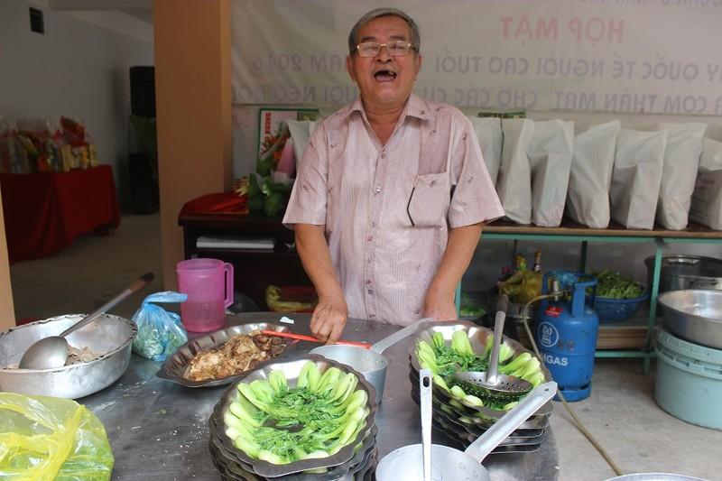 Nghệ sĩ Thiên Kim ấm lòng với 'bữa cơm người già' - ảnh 6