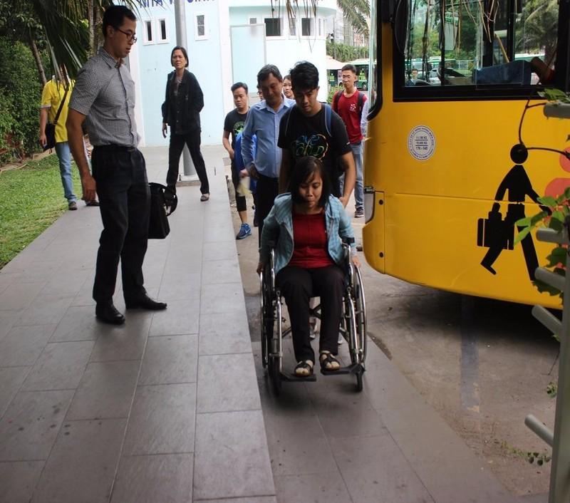 Nhà chờ xe buýt công viên 23-9 có thiết kế ram dốc cho người khuyết tật