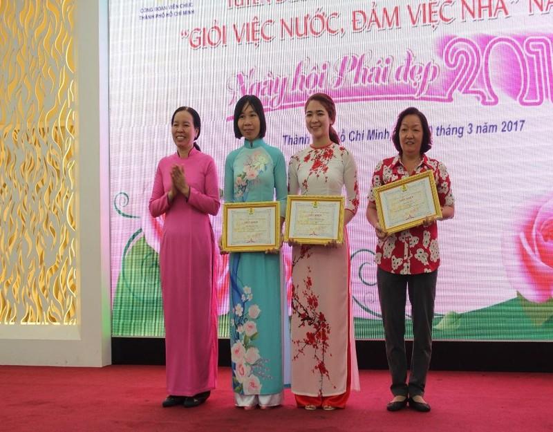 """Các cá nhân nhận giải thưởng hội thi viết """"Gương sáng làm theo Bác"""""""