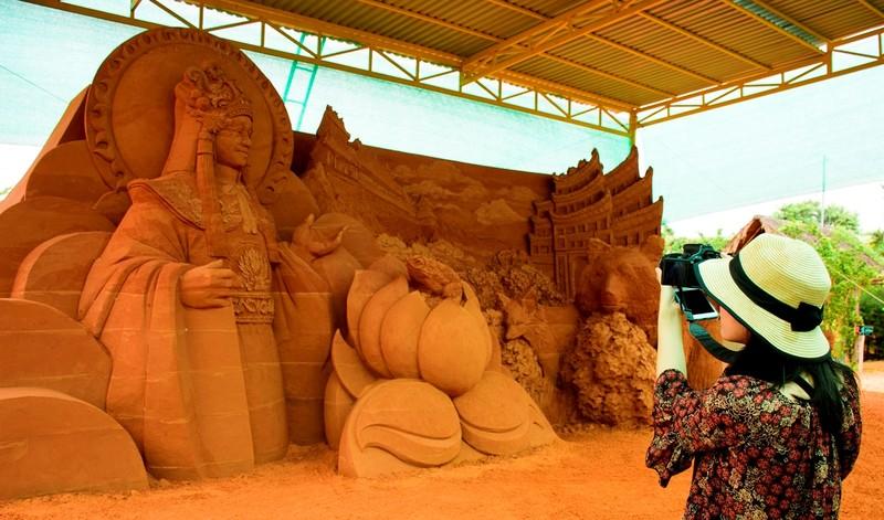 Độc đáo công viên tượng cát có một không hai  - ảnh 2