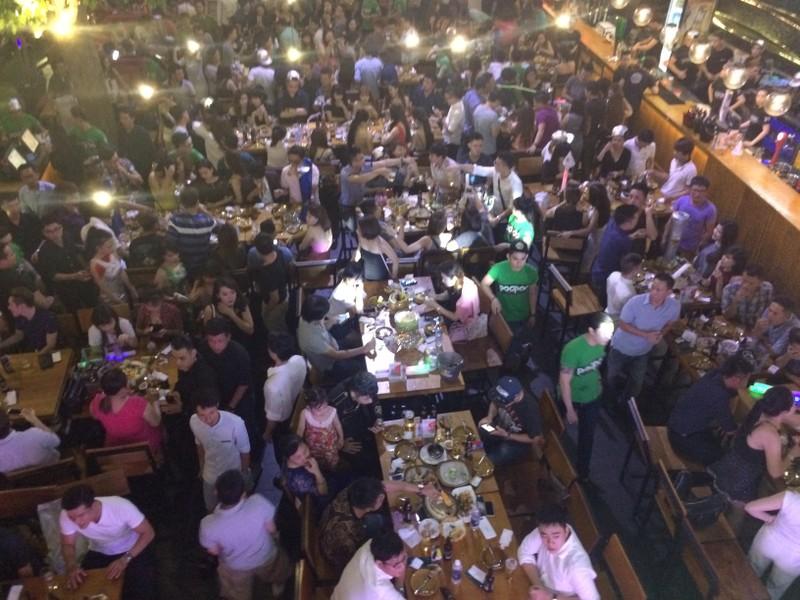 Đột kích 'vũ trường' lộ thiên ở trung tâm Sài Gòn - ảnh 3