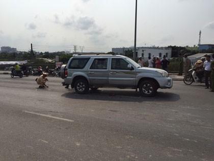 Hơn 30 mô tô cảnh sát truy đuổi 'xe điên' náo loạn sài Gòn - ảnh 2