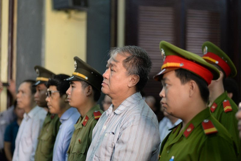 'Đại án' 9.000 tỉ: Không nhờ luật sư, bị cáo tự bào chữa xin chuyển tội danh - ảnh 1