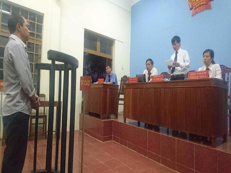 Tạ Linh Sơn tại phiên tòa.