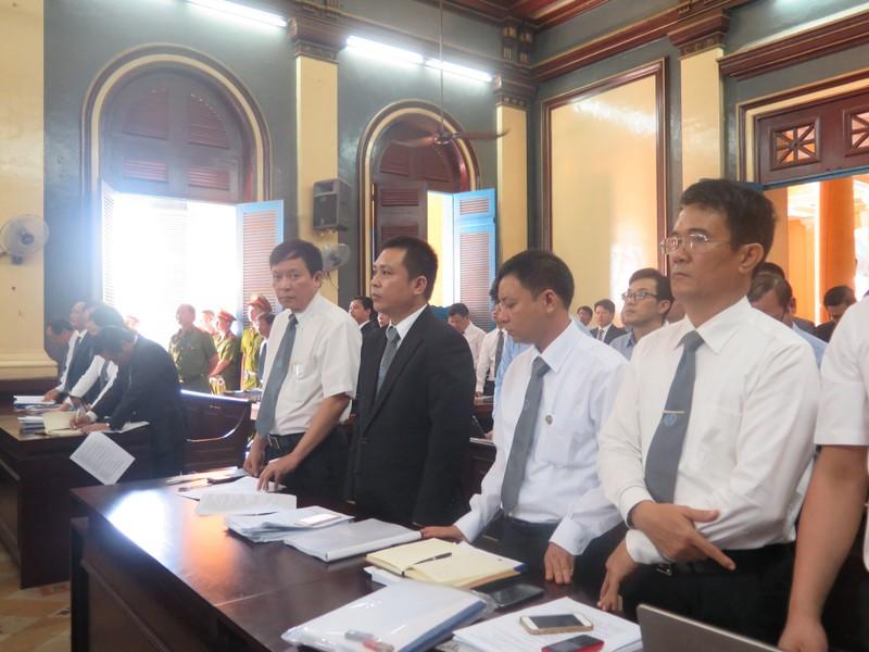 Luật sư của Phạm Công Danh và nhóm bà Trần Ngọc Bích đòi công tố phải tranh luận - ảnh 2