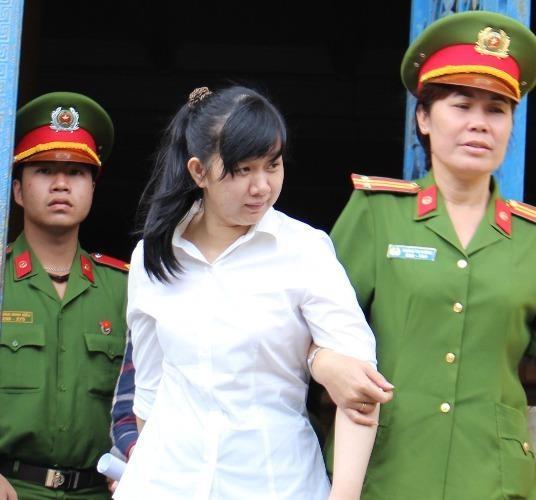 Bị cáo Thơ cười tươi sau phiên tòa, chỉ còn 15 ngày là hết hạn tù theo bản án vừa tuyên