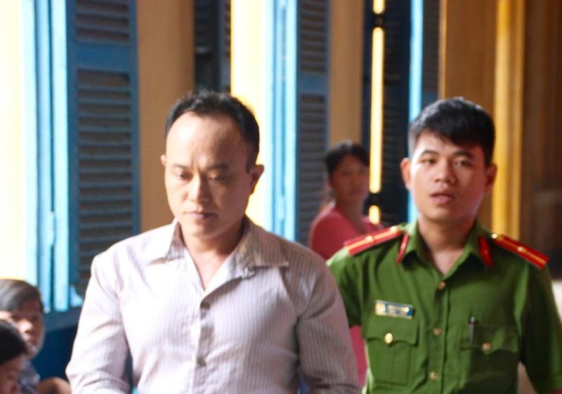 Đặng Ngọc Cường được dẫn giải về trại giam sau phiên xử