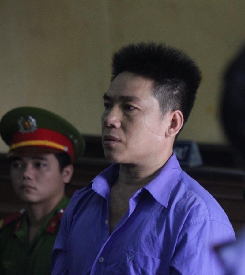 Bị cáo Tuấn nghe toà tuyên án