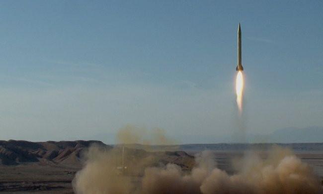 Iran thử hàng loạt tên lửa đạn đạo bất chấp lệnh cấm - ảnh 1