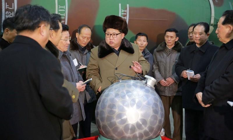 Ông Kim Jong-un chỉ đạo quân đội thử hạt nhân - ảnh 1