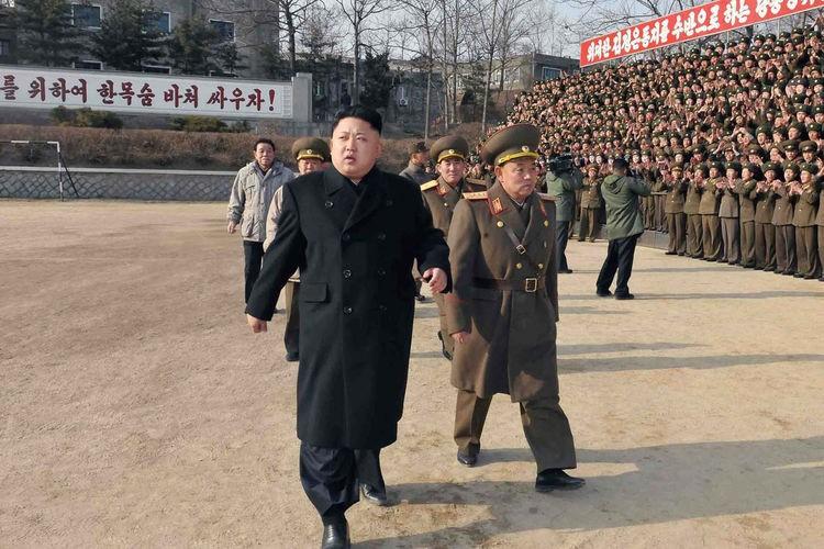 Ông Kim Jong Un gác việc quân lo dân sinh - ảnh 1