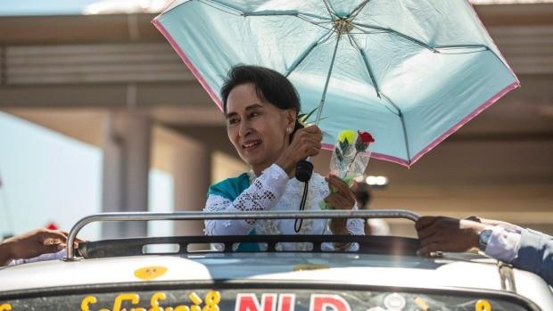 Bà Suu Kyi khó vượt được kiềm tỏa của quân đội - ảnh 3