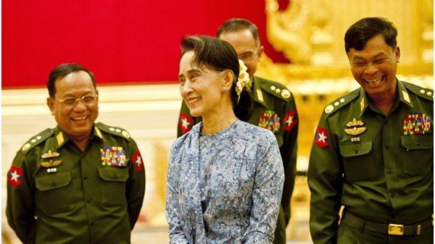 Tổng thống Myanmar đề xuất bà Suu Kyi chỉ giữ hai chức bộ trưởng - ảnh 1