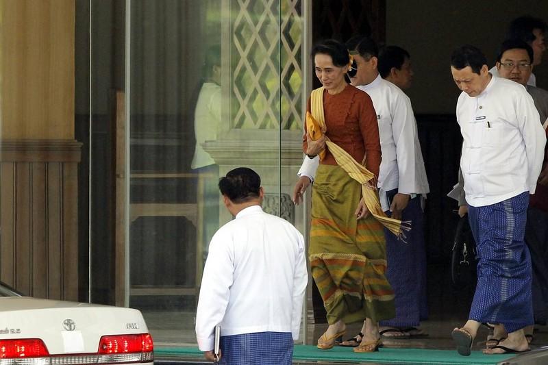 Bà Suu Kyi cấm công chức nhận quà giá trị hơn 450.000 đồng - ảnh 1