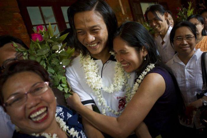 Myanmar bắt đầu thả tù nhân chính trị - ảnh 2