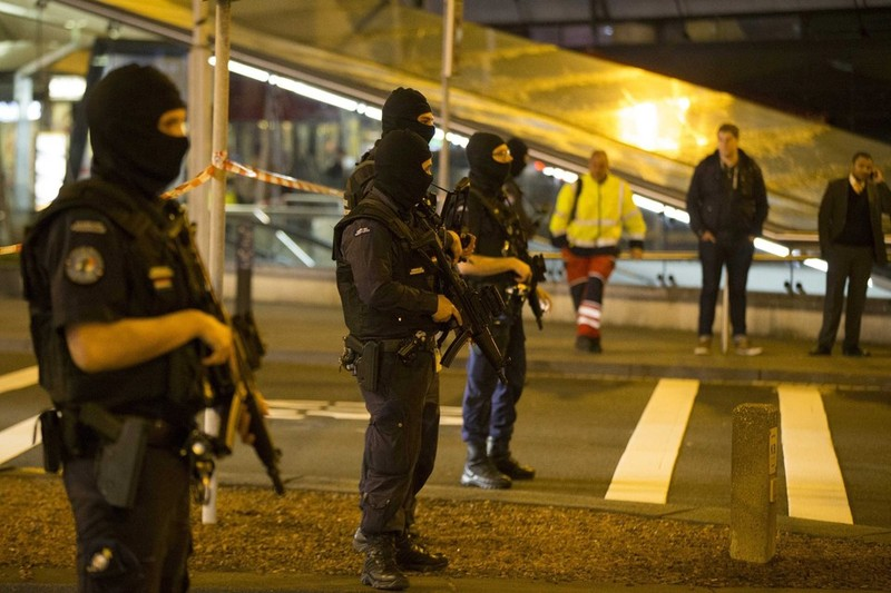 Hà Lan bắt một nghi phạm đánh bom sân bay Amsterdam - ảnh 1
