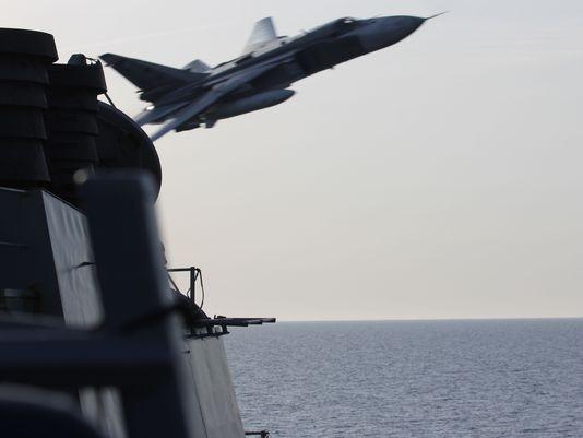 Máy bay chiến đấu Nga áp sát tàu chiến Mỹ - ảnh 2