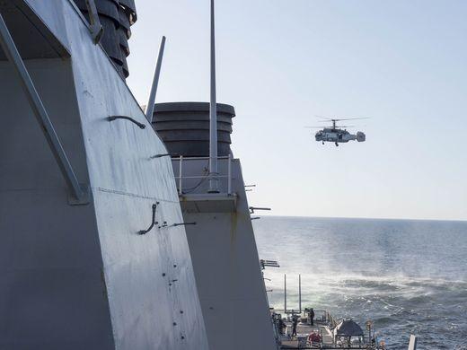 Máy bay chiến đấu Nga áp sát tàu chiến Mỹ - ảnh 1