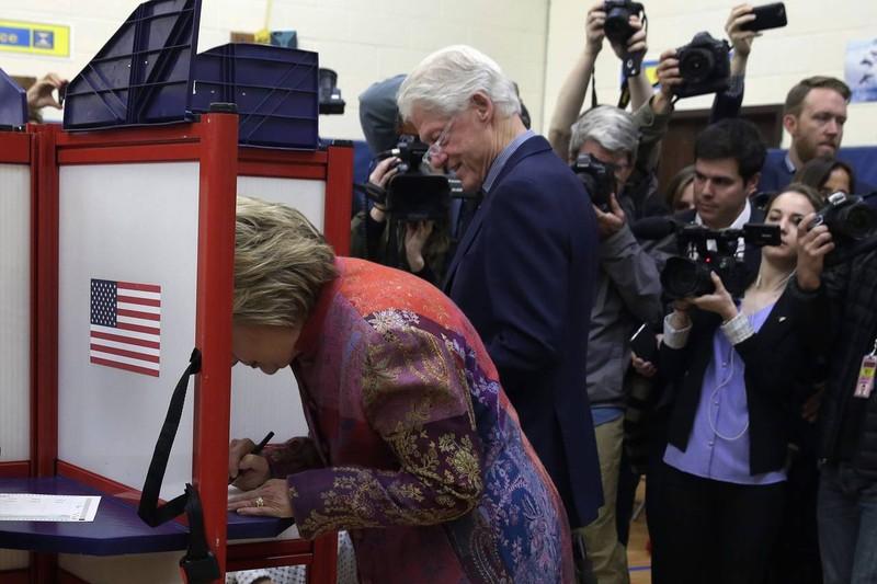 Bà Clinton và ông Trump thắng lớn tại bang nhà New York - ảnh 1