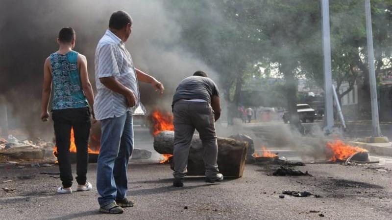 Tổng thống Venezuela đối mặt nguy cơ bị lật đổ - ảnh 1
