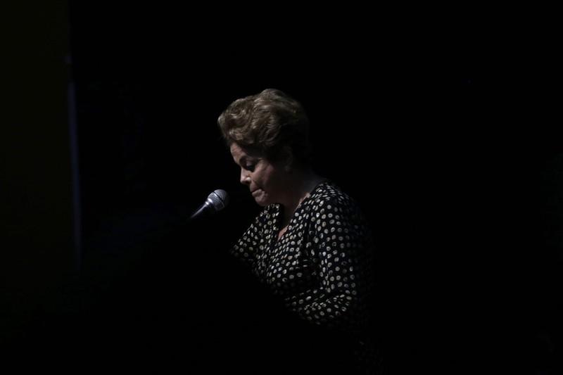 Tổng thống Brazil bị đình chỉ chức vụ và hầu tòa - ảnh 2